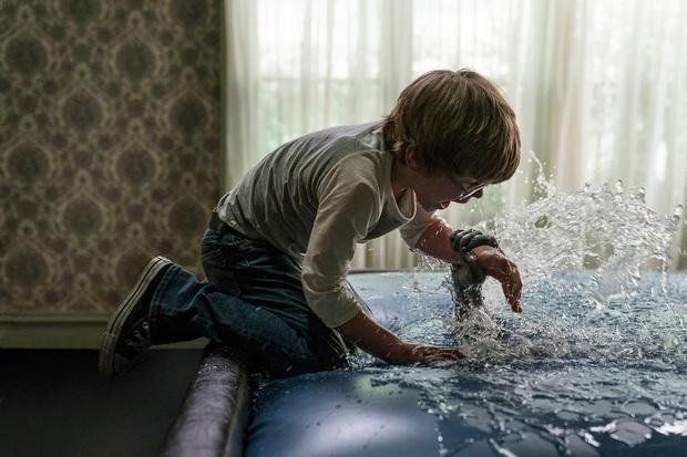 Cậu bé bị quỷ nhập ở The Conjuring 3 có cuộc sống ra sao ngoài đời? Gia đình hé lộ mặt tối của sự thật gây sốc - Ảnh 3.