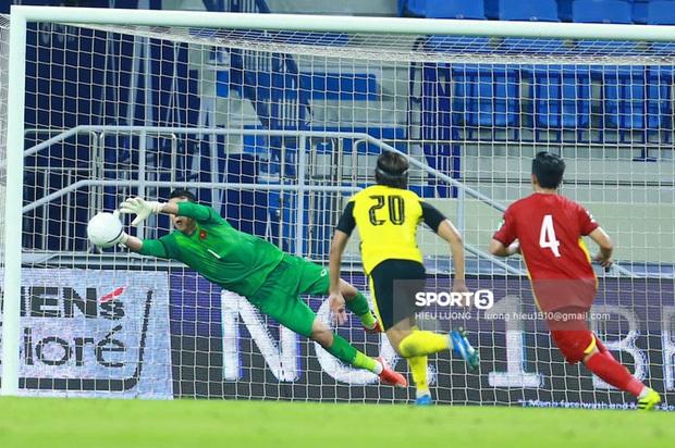 Sau trận Việt Nam thắng Malaysia, Lan Ngọc, Trương Quỳnh Anh và dàn sao nữ đồng loạt tỏ tình với 1 cầu thủ hot hit - Ảnh 2.