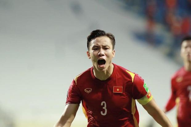 Thắng kịch tính Malaysia với tỉ số 2 - 1, Việt Nam tiến sát tới tấm vé đi tiếp lịch sử! - Ảnh 3.