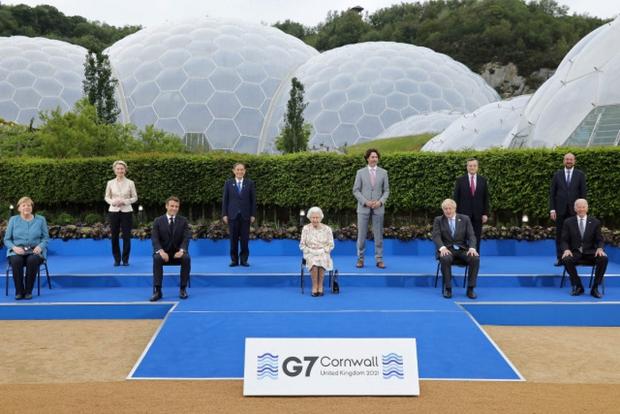 Tổng thống Mỹ Biden lần đầu gặp Nữ hoàng Anh Elizabeth - Ảnh 1.