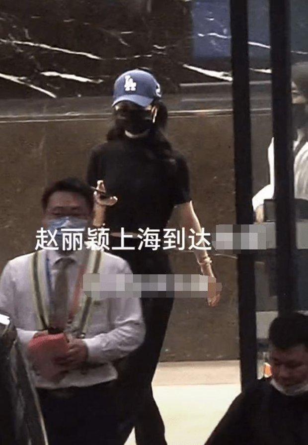 Triệu Lệ Dĩnh vội vã trở về Thượng Hải chăm con ngay trong đêm, cuộc chiến với chồng cũ ngày càng gay cấn? - Ảnh 3.