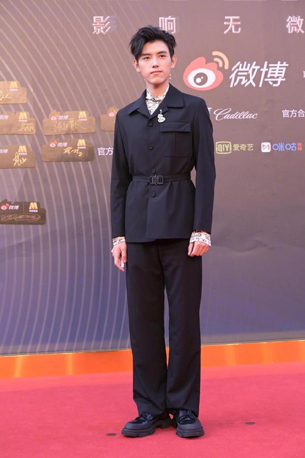 Thảm đỏ Đêm Điện ảnh Weibo: Âu Dương Na Na hoá tiên tử, đè bẹp Trương Quân Ninh già chát cùng dàn mỹ nhân - Ảnh 19.