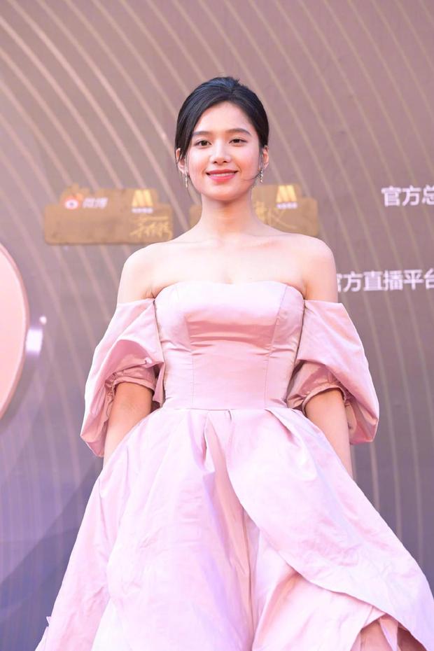 Thảm đỏ Đêm Điện ảnh Weibo: Âu Dương Na Na hoá tiên tử, đè bẹp Trương Quân Ninh già chát cùng dàn mỹ nhân - Ảnh 10.