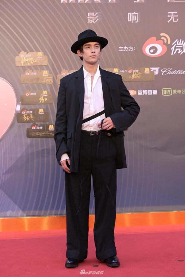 Thảm đỏ Đêm Điện ảnh Weibo: Âu Dương Na Na hoá tiên tử, đè bẹp Trương Quân Ninh già chát cùng dàn mỹ nhân - Ảnh 18.