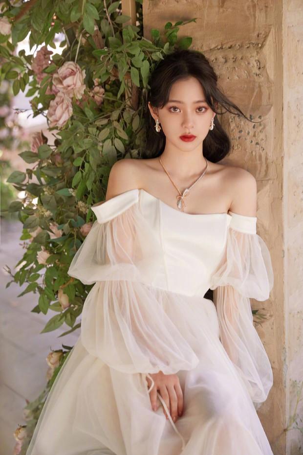 Thảm đỏ Đêm Điện ảnh Weibo: Âu Dương Na Na hoá tiên tử, đè bẹp Trương Quân Ninh già chát cùng dàn mỹ nhân - Ảnh 2.