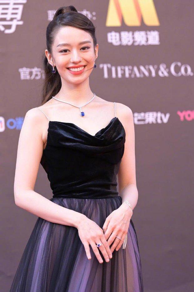Thảm đỏ Đêm Điện ảnh Weibo: Âu Dương Na Na hoá tiên tử, đè bẹp Trương Quân Ninh già chát cùng dàn mỹ nhân - Ảnh 13.