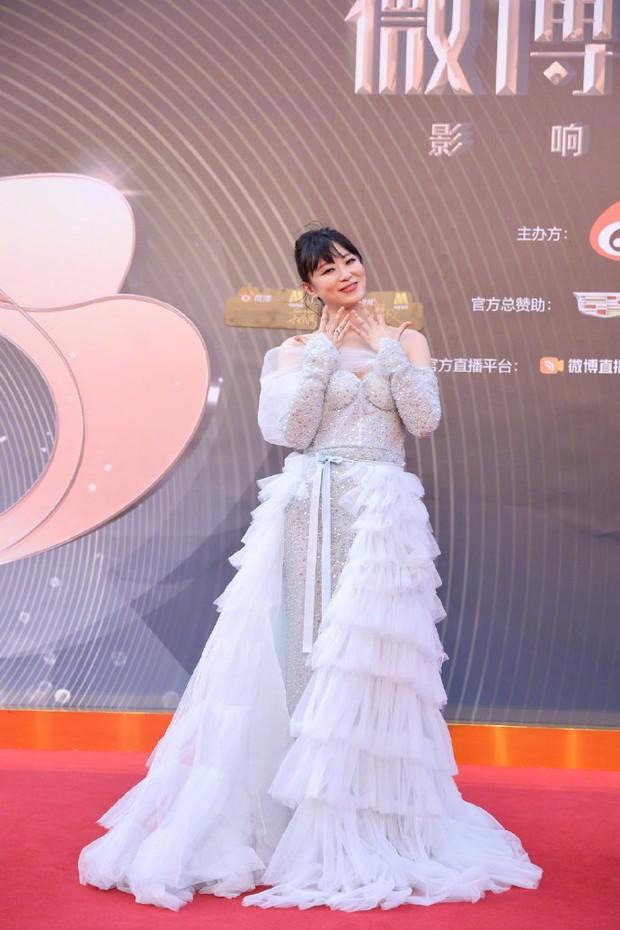 Thảm đỏ Đêm Điện ảnh Weibo: Âu Dương Na Na hoá tiên tử, đè bẹp Trương Quân Ninh già chát cùng dàn mỹ nhân - Ảnh 14.