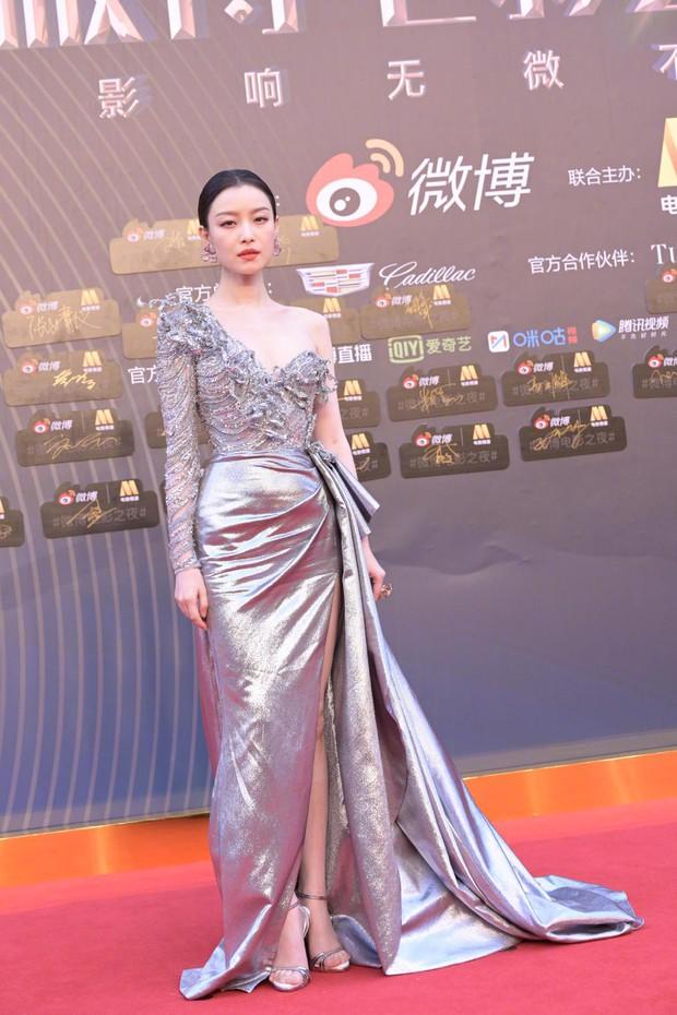 Thảm đỏ Đêm Điện ảnh Weibo: Âu Dương Na Na hoá tiên tử, đè bẹp Trương Quân Ninh già chát cùng dàn mỹ nhân - Ảnh 4.