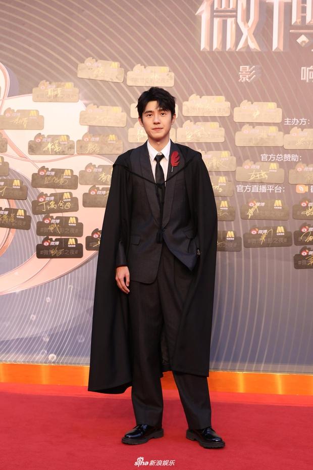 Thảm đỏ Đêm Điện ảnh Weibo: Âu Dương Na Na hoá tiên tử, đè bẹp Trương Quân Ninh già chát cùng dàn mỹ nhân - Ảnh 15.