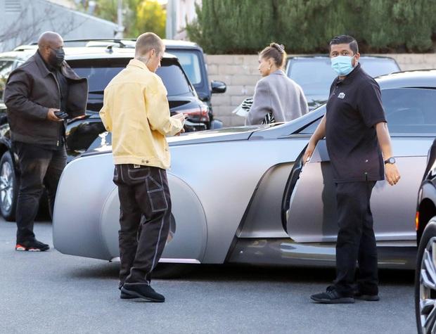 Justin Bieber cuối cùng đã lột xác: Cưỡi siêu xe 7,6 tỷ đi lượn phố cùng bà xã, nhan sắc hoàng tử nhạc Pop trở lại rồi! - Ảnh 4.