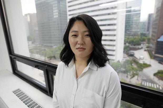 Hàn Quốc bùng nổ vấn nạn mẹ trẻ đơn thân cho con nuôi: Góc khuất sau những số phận đáng thương - Ảnh 1.