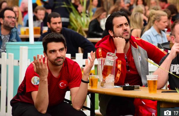 Hotgirl tràn ngập fanzone xem trận khai mạc Euro 2020 - Ảnh 13.