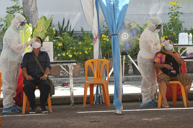 Campuchia phát hiện ổ dịch lớn tại nhà máy, Malaysia kéo dài lệnh phong tỏa toàn diện - Ảnh 3.