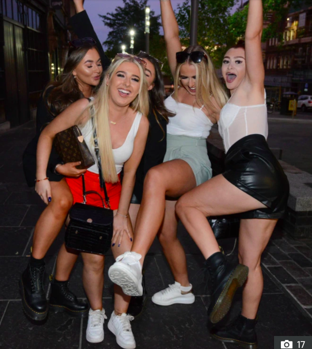 Hotgirl tràn ngập fanzone xem trận khai mạc Euro 2020 - Ảnh 5.