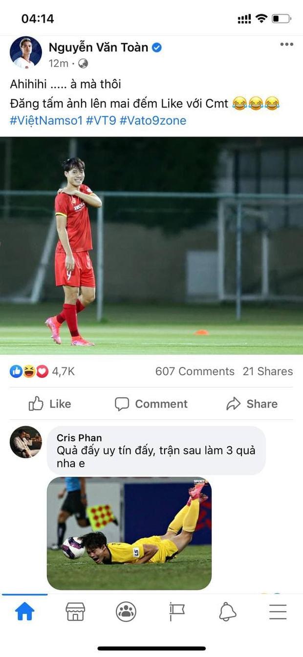 Mừng chiến thắng của đội tuyển Việt Nam phong cách Cris Phan, dạo khắp Facebook tuyển thủ chỉ để cà khịa? - Ảnh 4.