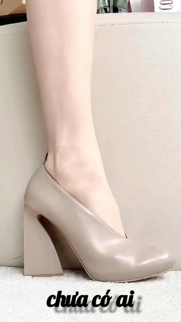 Clip: Hà Hồ mách nước cho chị em 7 loại giày xinh phù hợp mọi tình trạng hôn nhân, độc thân hay mẹ bỉm đều đi được hết! - Ảnh 2.