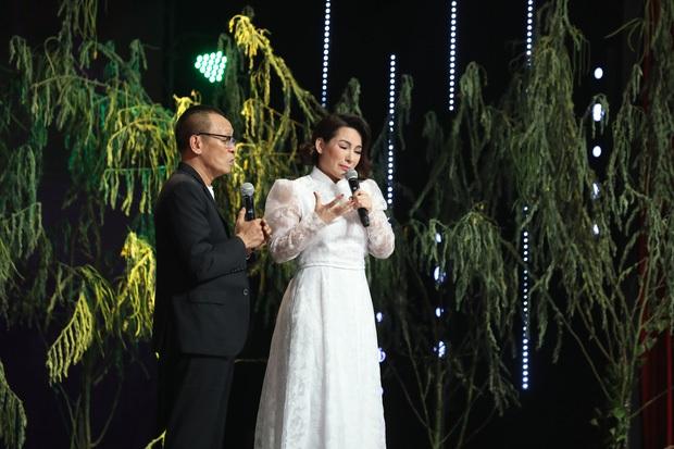 Tuổi thơ bất hạnh của cố ca sĩ Phi Nhung: Bị bỏ ngoài chùa, mẹ qua đời mới dám nói chuyện - Ảnh 4.
