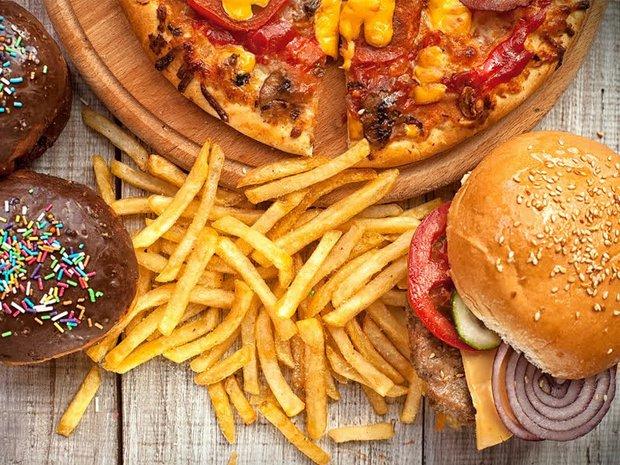 Không muốn bị mụn mọc chi chít khi đeo khẩu trang cả ngày thì đừng dại mà ăn 4 loại thực phẩm sau - Ảnh 4.