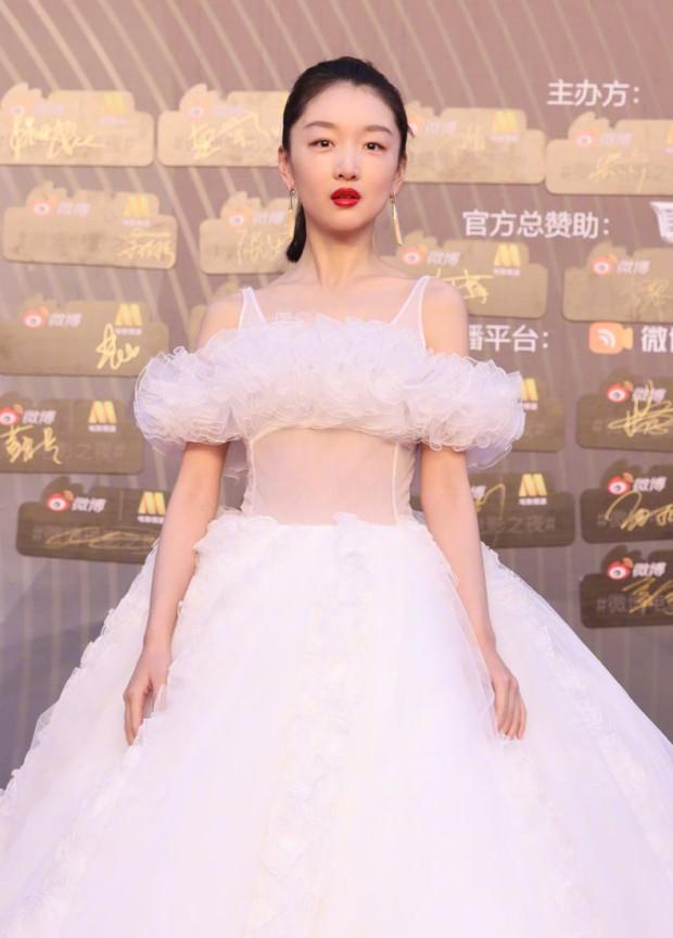 Trao giải Đêm Điện ảnh Weibo 2021: Bom tấn 19 nghìn tỷ thắng đậm, Hoàng Cảnh Du flop cả năm vẫn có giải! - Ảnh 6.