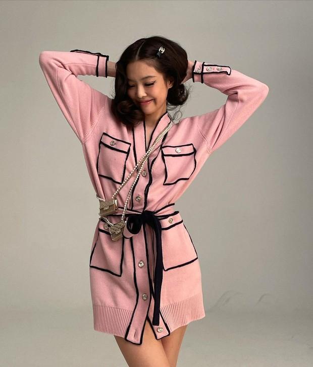 Đụng hàng áo Chanel, Jennie - Ngô Thanh Vân thần thái kiêu sa nhưng màn khoe ngực của Dương Mịch mới là tâm điểm - Ảnh 4.