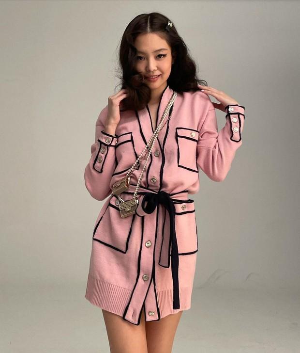 Đụng hàng áo Chanel, Jennie - Ngô Thanh Vân thần thái kiêu sa nhưng màn khoe ngực của Dương Mịch mới là tâm điểm - Ảnh 3.