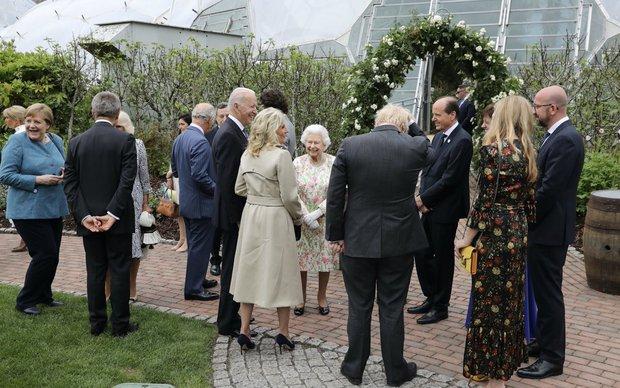 Tổng thống Joe Biden phá vỡ nghi thức Hoàng gia khi đến dự tiệc sau Nữ hoàng Anh? - Ảnh 1.
