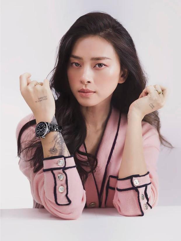 Đụng hàng áo Chanel, Jennie - Ngô Thanh Vân thần thái kiêu sa nhưng màn khoe ngực của Dương Mịch mới là tâm điểm - Ảnh 2.