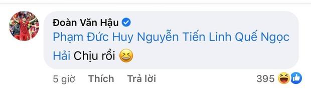 Tiền vệ tuyển Việt Nam cover hit Sơn Tùng, Đoàn Văn Hậu - Tiến Linh vội triệu hồi chiến hữu vào bóc phốt tới bến - Ảnh 4.