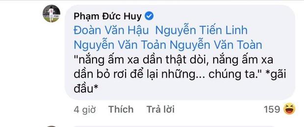 Tiền vệ tuyển Việt Nam cover hit Sơn Tùng, Đoàn Văn Hậu - Tiến Linh vội triệu hồi chiến hữu vào bóc phốt tới bến - Ảnh 5.