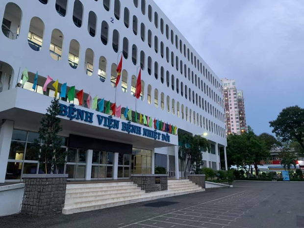 53 nhân viên BV Bệnh Nhiệt đới TP.HCM dương tính SARS-CoV-2, 52 người trong đó đã được tiêm vaccine đủ 2 liều - Ảnh 1.