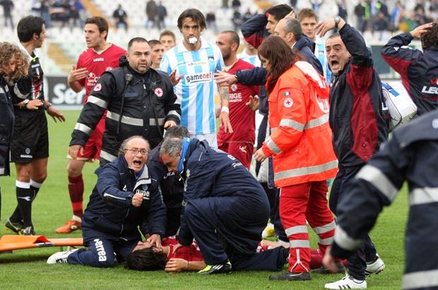 Ngưng tim trong bóng đá: Khi cầu thủ đột nhiên dừng lại và đổ gục xuống bất động, mối nguy cơ đang bị đánh giá quá thấp - Ảnh 2.