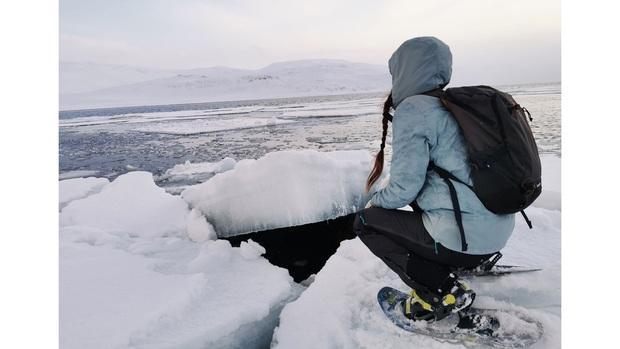 Quá sợ COVID-19, gái xinh chạy một mạch tới Bắc Cực sống cho khỏi bị lây - Ảnh 2.