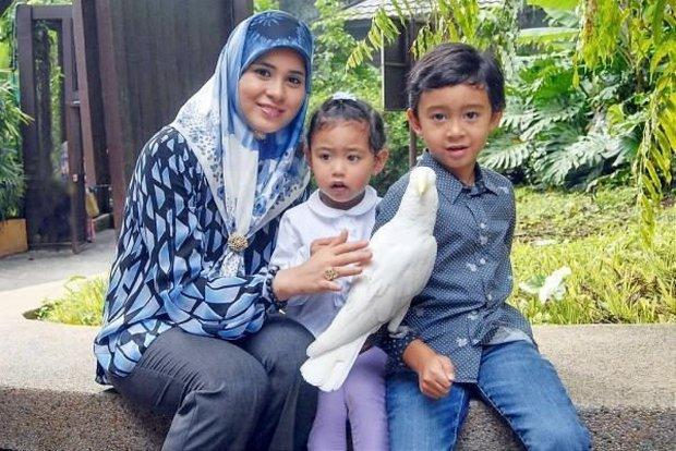 """17 tuổi từ thường dân bỗng thành vợ Thái tử, """"nàng Lọ lem đẹp tựa tiên nữ"""" của Hoàng gia Brunei giờ ra sao sau 17 năm? - Ảnh 7."""