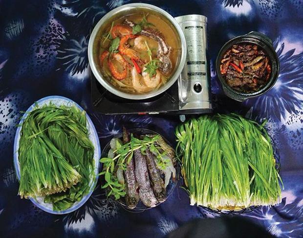 Miền Tây có 1 loại rau được gọi là lộc trời cho, mỗi năm chỉ có đúng 1 mùa nên ai cũng tranh thủ ăn - Ảnh 3.