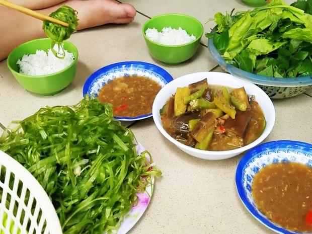 Miền Tây có 1 loại rau được gọi là lộc trời cho, mỗi năm chỉ có đúng 1 mùa nên ai cũng tranh thủ ăn - Ảnh 5.