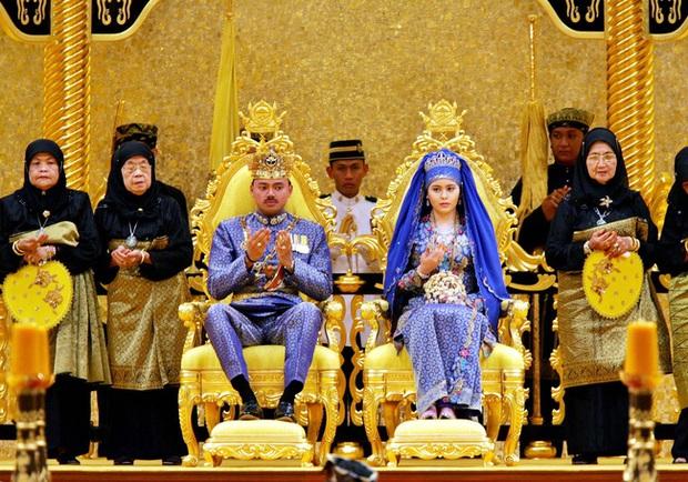 """17 tuổi từ thường dân bỗng thành vợ Thái tử, """"nàng Lọ lem đẹp tựa tiên nữ"""" của Hoàng gia Brunei giờ ra sao sau 17 năm? - Ảnh 2."""