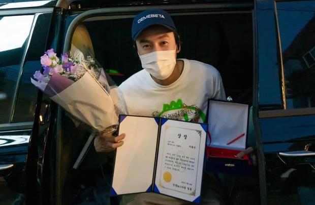 Lee Kwang Soo trong mắt NSX Running Man trước giờ chia tay: Cậu ấy không phải là đồ ngốc - Ảnh 4.