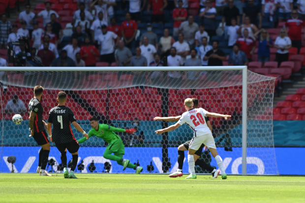 Tuyển Anh phá bỏ lời nguyền nửa thế kỷ, lần đầu giành chiến thắng trong trận mở màn tại Euro - Ảnh 1.