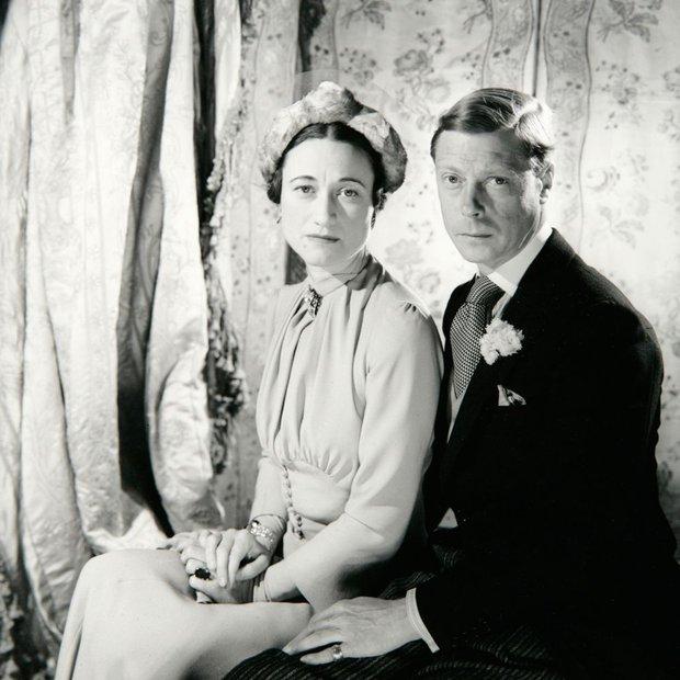 Mối tình hoàng gia huyền thoại nước Anh: Vị vua duy nhất thời hiện đại si tình đến mức từ bỏ cả ngai vàng để cưới người phụ nữ đã qua 2 lần đò - Ảnh 4.