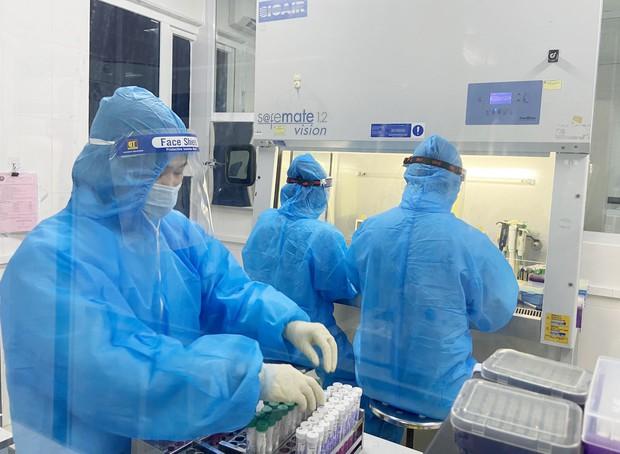 Hà Tĩnh ghi nhận thêm 11 trường hợp dương tính với SARS-CoV-2 - Ảnh 1.