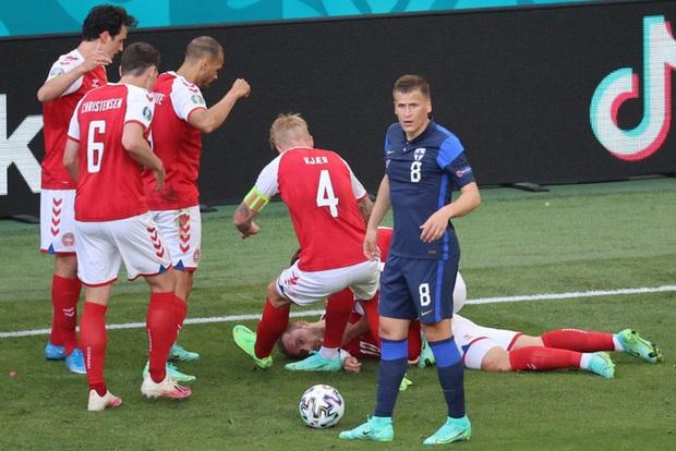 LĐBĐ Đan Mạch khiến tất cả thở phào khi đưa ra thông báo về tình trạng ở bệnh viện của Eriksen, cầu thủ nghe xong chấp nhận đá tiếp - Ảnh 2.