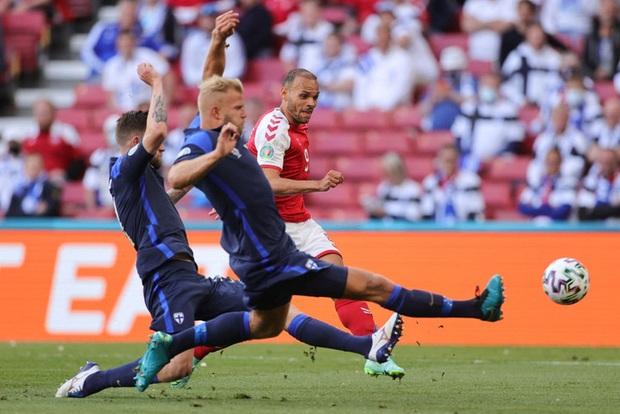 Kiên cường gượng dậy sau sự cố kinh hoàng, Đan Mạch lại thua đau Phần Lan dù được đá penalty - Ảnh 2.