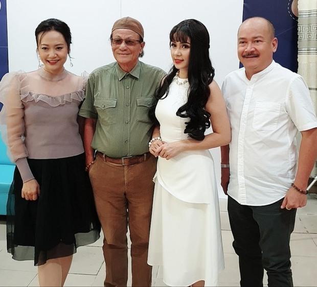 Diễn viên Việt Trinh khóc hết nước mắt, chia sẻ về dự định cuối cùng của đạo diễn Lê Cung Bắc vài ngày trước khi mất - Ảnh 4.