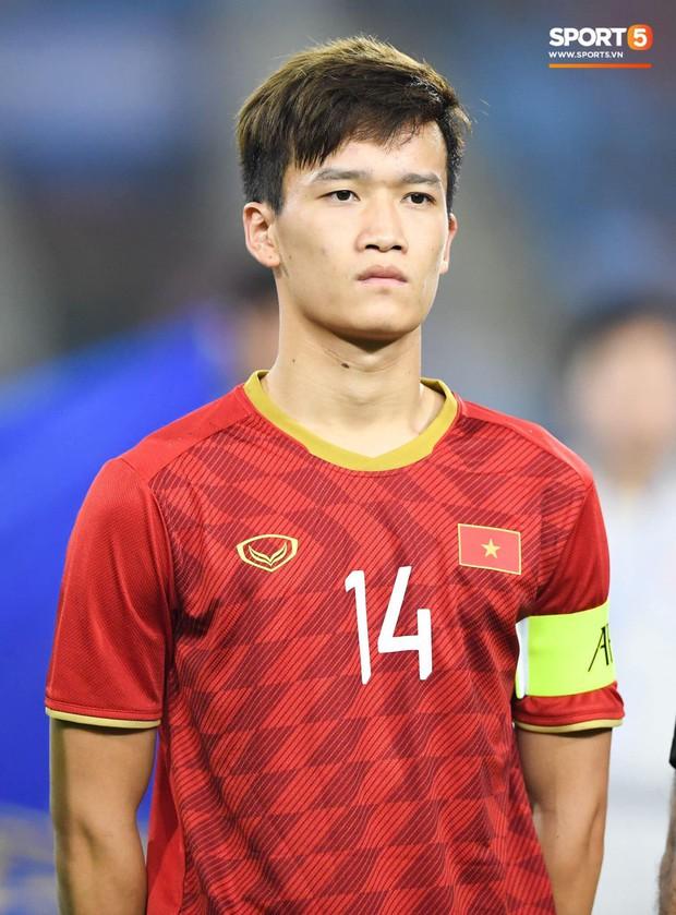 Tiền vệ tuyển Việt Nam cover hit Sơn Tùng, Đoàn Văn Hậu - Tiến Linh vội triệu hồi chiến hữu vào bóc phốt tới bến - Ảnh 7.