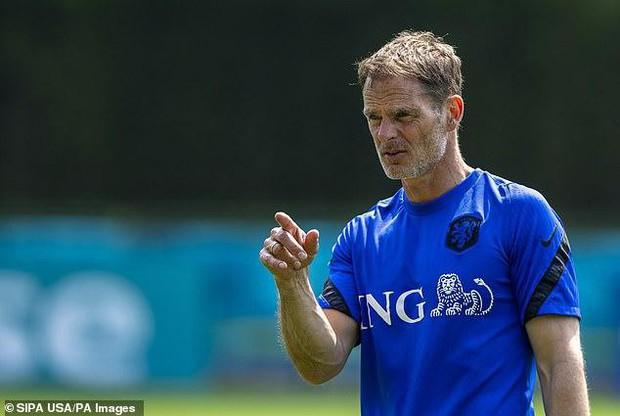Euro 2020: Fan bóng đá thuê máy bay gợi ý sơ đồ chiến thuật cho huấn luyện viên Hà Lan - Ảnh 2.