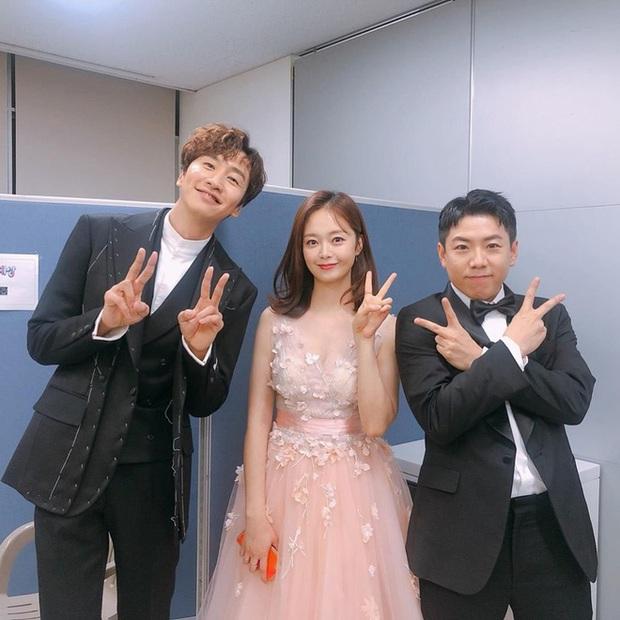 Se Chan khóc gục xuống bàn, So Min và PD nhòe lệ khi chia tay Kwang Soo - Ảnh 9.