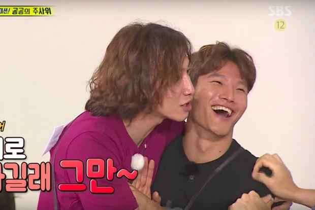 Tâm thư 7 thành viên gửi Lee Kwang Soo trước khi rời chương trình, fan đọc tới đâu khóc tới đó - Ảnh 4.