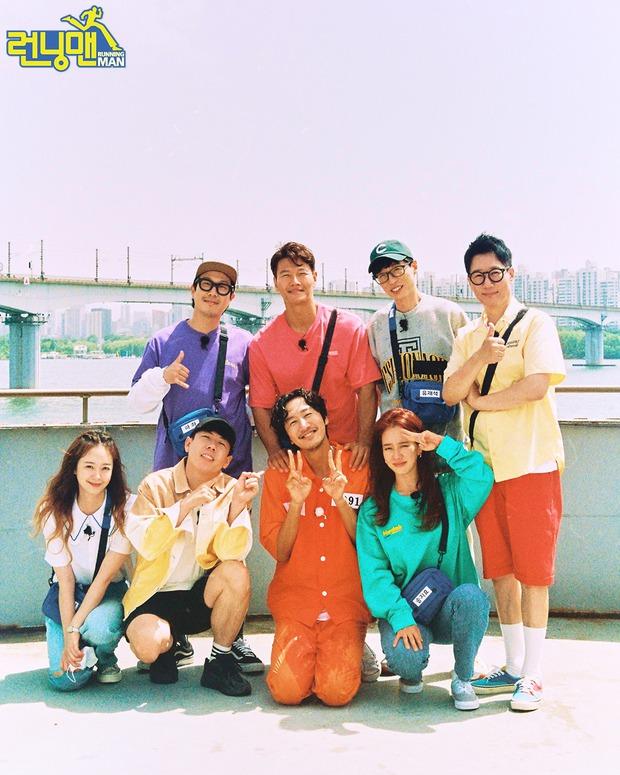 Tâm thư 7 thành viên gửi Lee Kwang Soo trước khi rời chương trình, fan đọc tới đâu khóc tới đó - Ảnh 1.