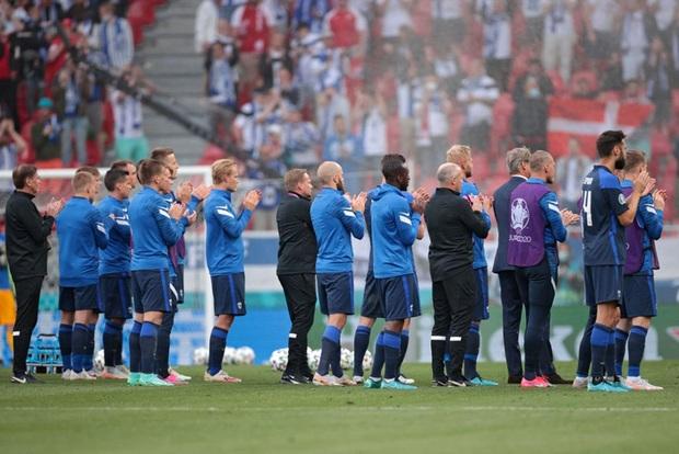 Loạt hành động ý nghĩa của cầu thủ Phần Lan để tri ân Eriksen và ĐT Đan Mạch - Ảnh 3.