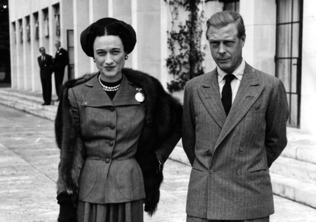 Mối tình hoàng gia huyền thoại nước Anh: Vị vua duy nhất thời hiện đại si tình đến mức từ bỏ cả ngai vàng để cưới người phụ nữ đã qua 2 lần đò - Ảnh 2.